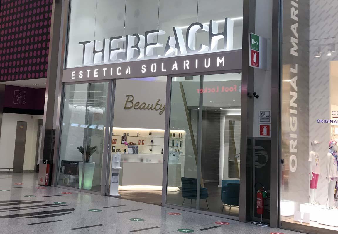 lettere in polistirolo per negozio The Beach