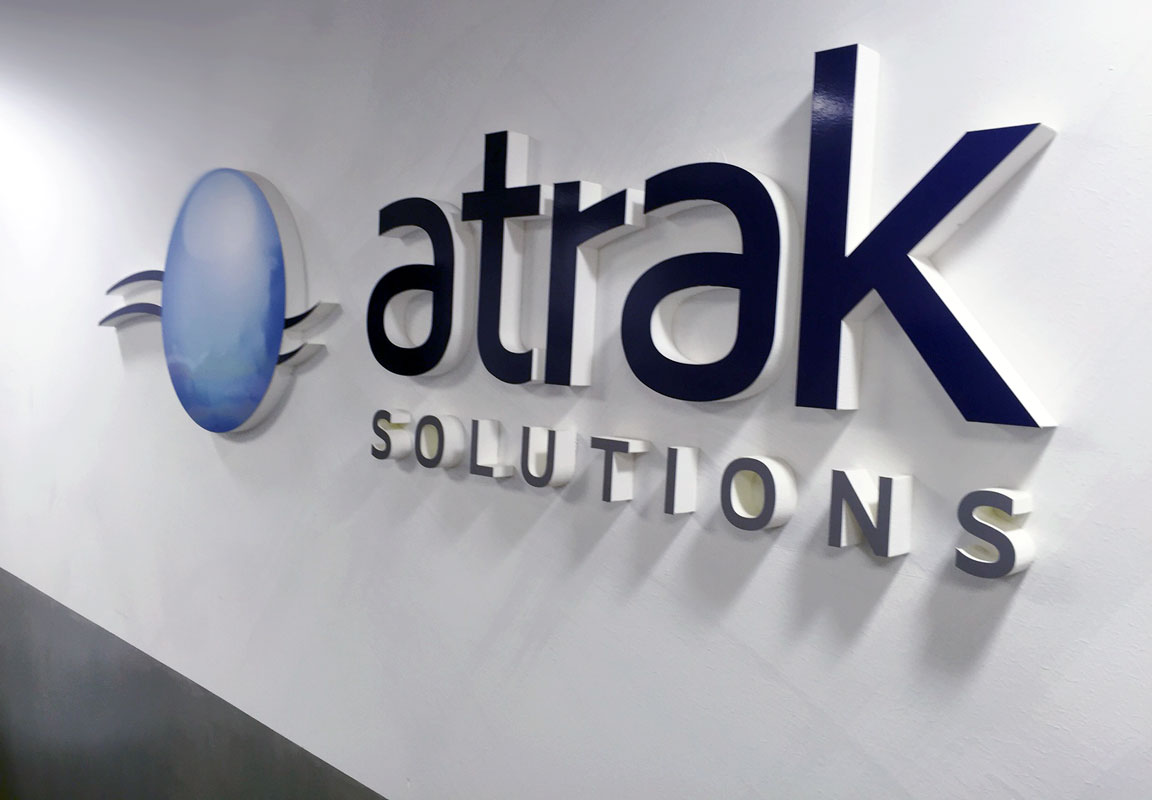 Logo in polistirolo per ufficio Atrak Solutions