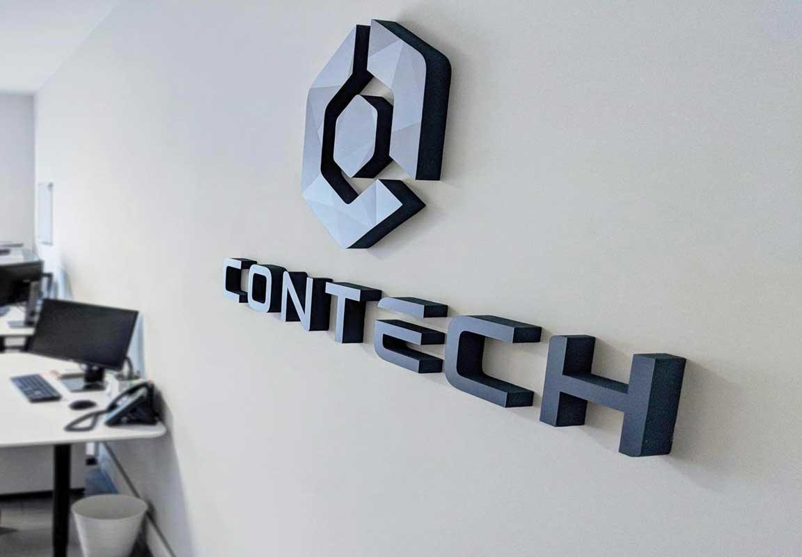Logo in polistirolo per ufficio Contech