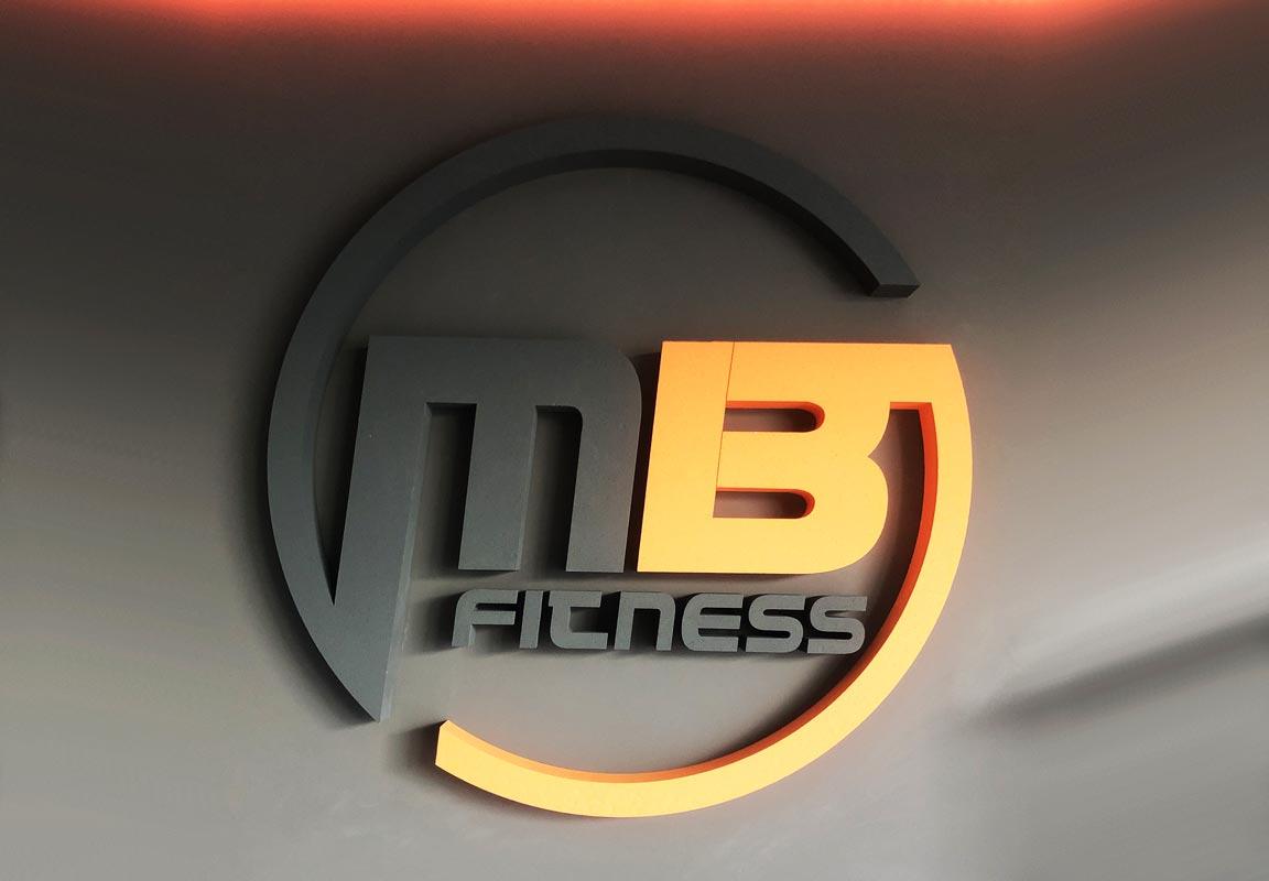 Logo in polistirolo per palestra MB Fitness
