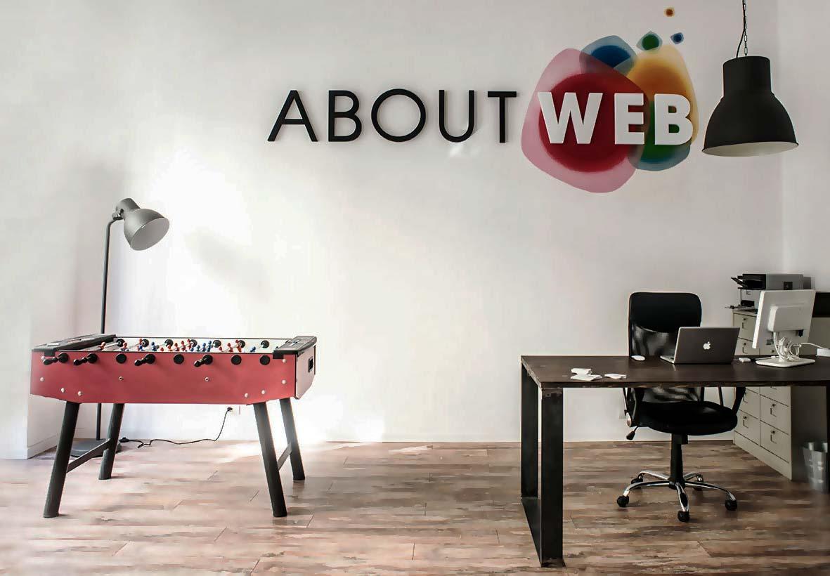 scritta in polistirolo per ufficio About Web
