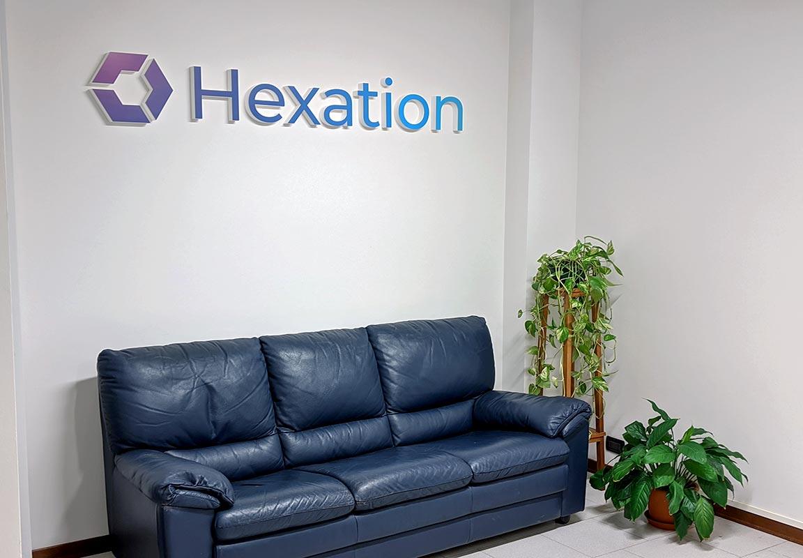 scritta in polistirolo per sala d'attesa Hexation