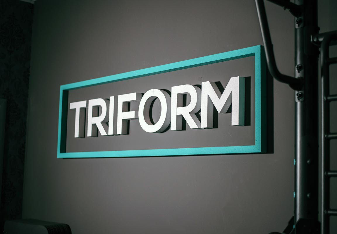 scritta in polistirolo per show room Triform