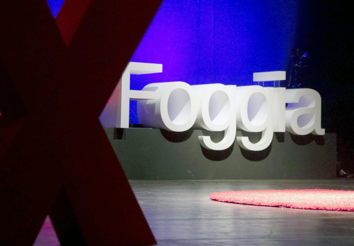 lettere per TEDX Foggia con sostegni in Plexiglas