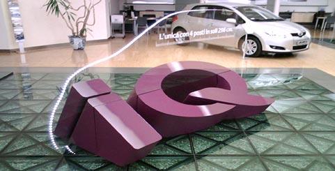 Lettere in polistirolo per promozione nuova auto