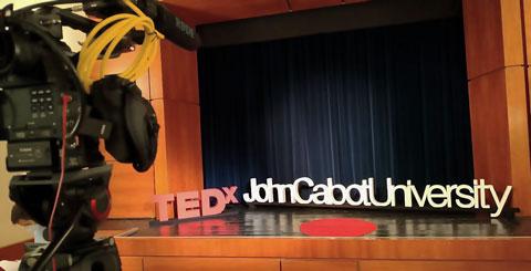 Lettere in polistirolo per TEDX John Cabot University