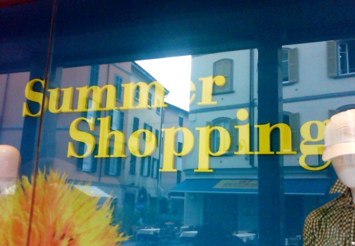 scritta per vetrina promozionale negozio